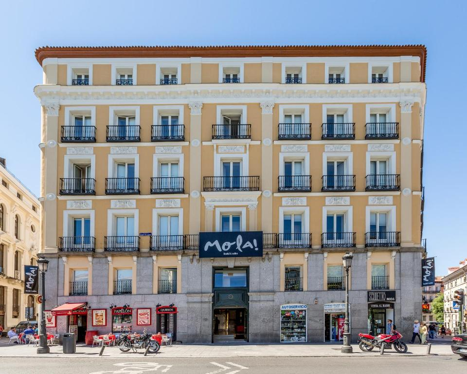 Mola hostel madrid spain for Booking madrid hotel