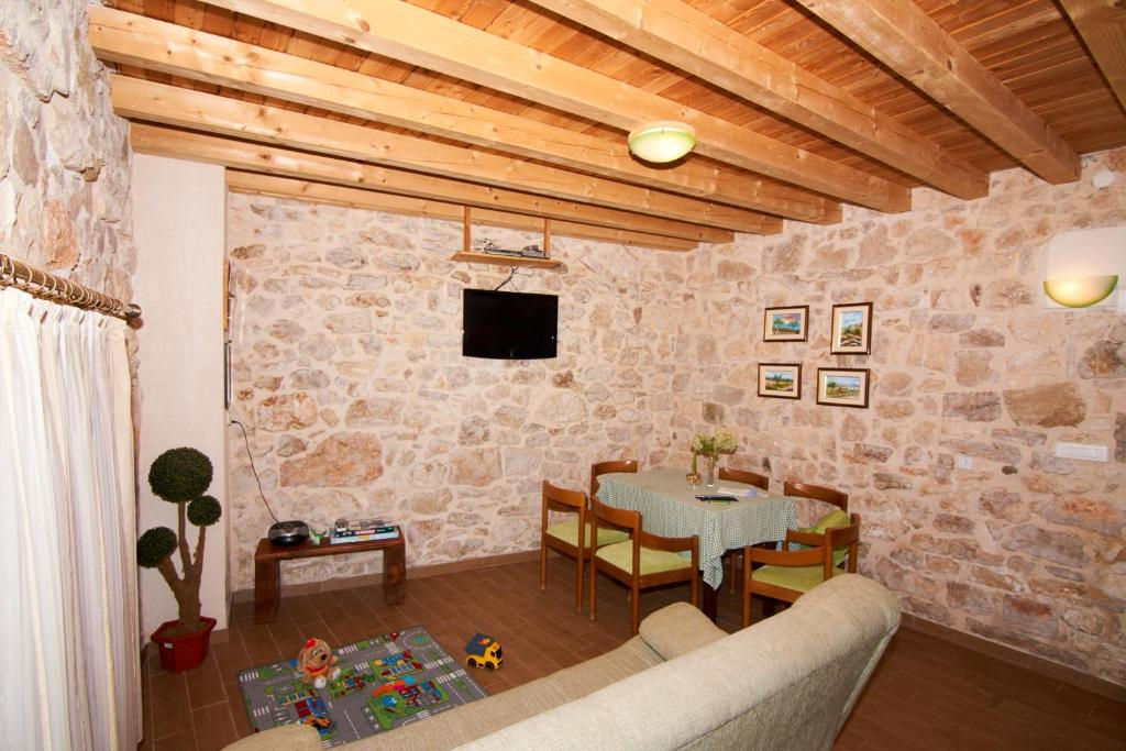 Vacation Home Dalmatian Stone House, Krapanj, Croatia - Booking.com