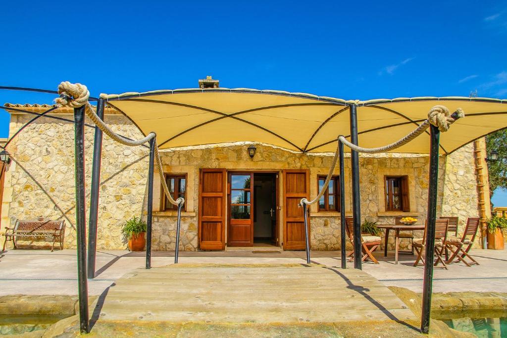 Casa rural by alquilair sineu precios actualizados 2019 for Alojamiento con piscina privada