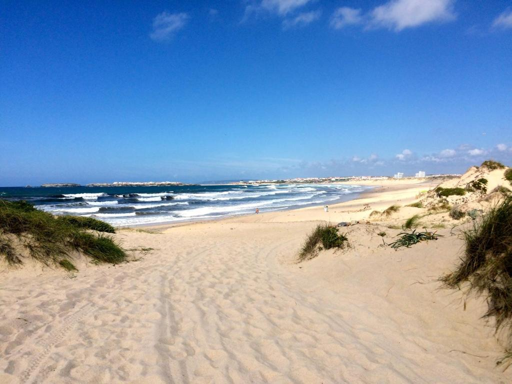 Sharks Lodge Baleal Portugal Bookingcom - Portugal map baleal