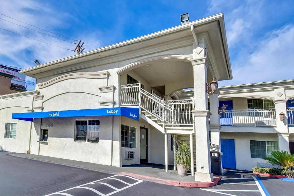 Motel 6 Garden Grove Reserve Now Gallery Image Of This Property