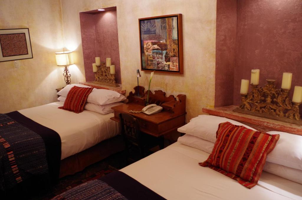 Luxurioese Bilder Von Antiker Kleiderschrank Fuer Elegantes Zimmer , Hotel Meson Panza Verde Guatemala Antigua Guatemala Booking