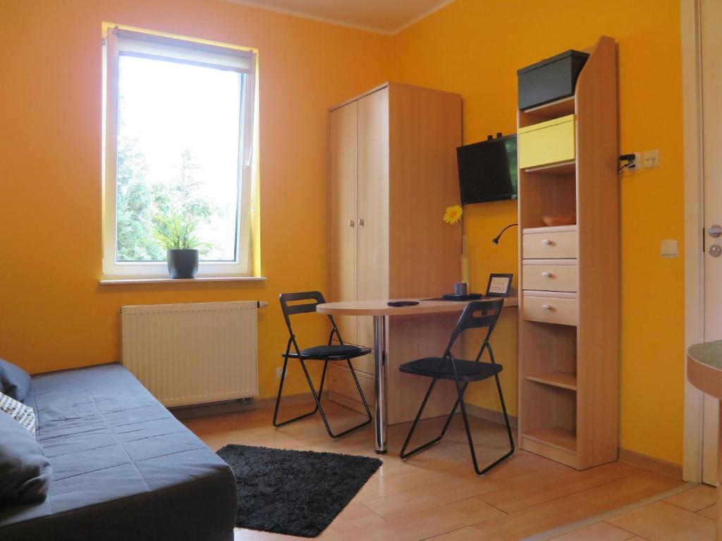 A seating area at Apartament Mini