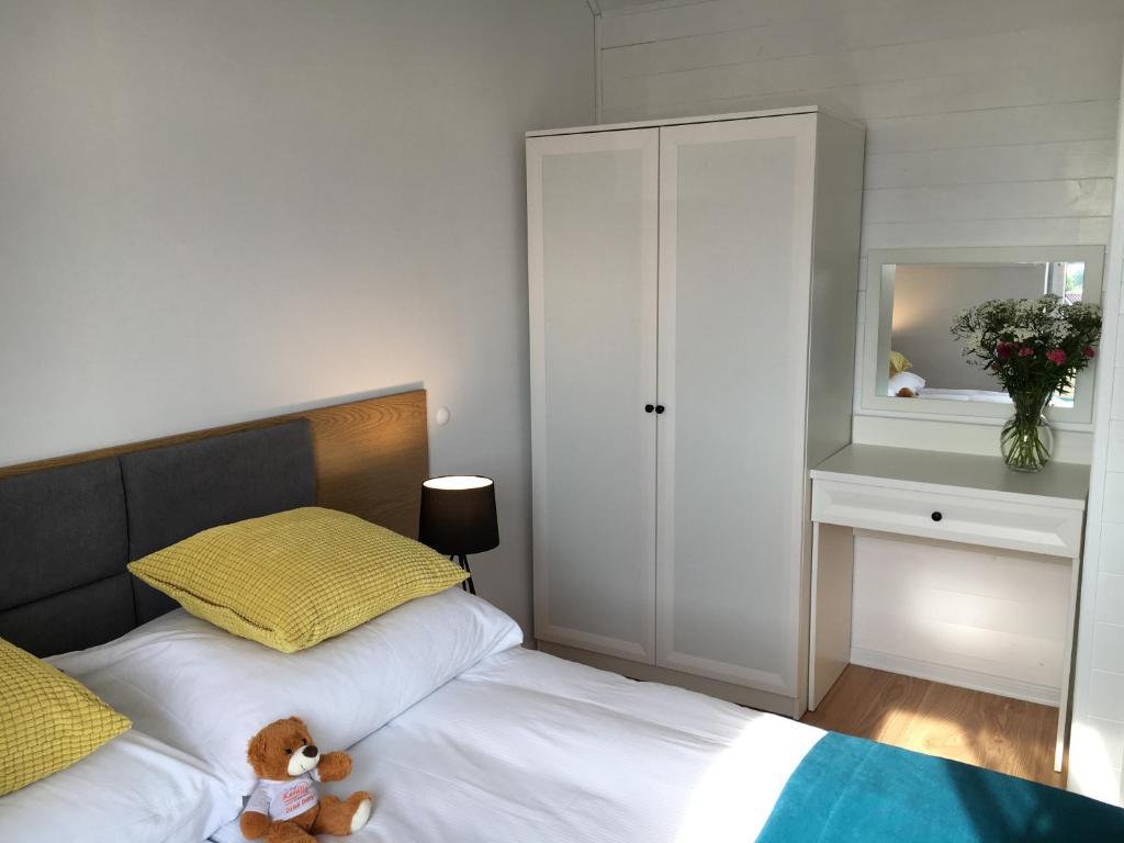 schlafsofas aus polen bettw sche rot schwarz gro es schlafzimmer gem tlich einrichten so leb. Black Bedroom Furniture Sets. Home Design Ideas