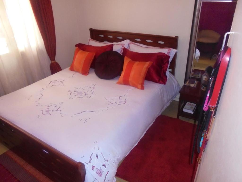 one apartment furniture london bedroom wharf arenatowers housing of tower studio in canary apartments showing pictures arena amenities furnished and decoration corporate en england the
