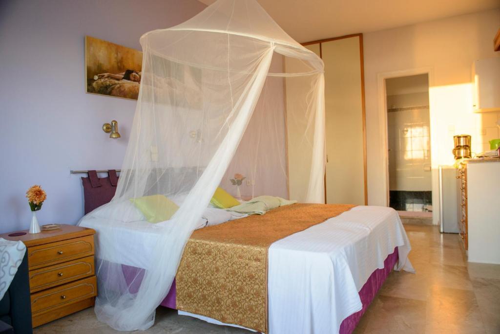 74554513 - Myrties Honeymoon Apartment