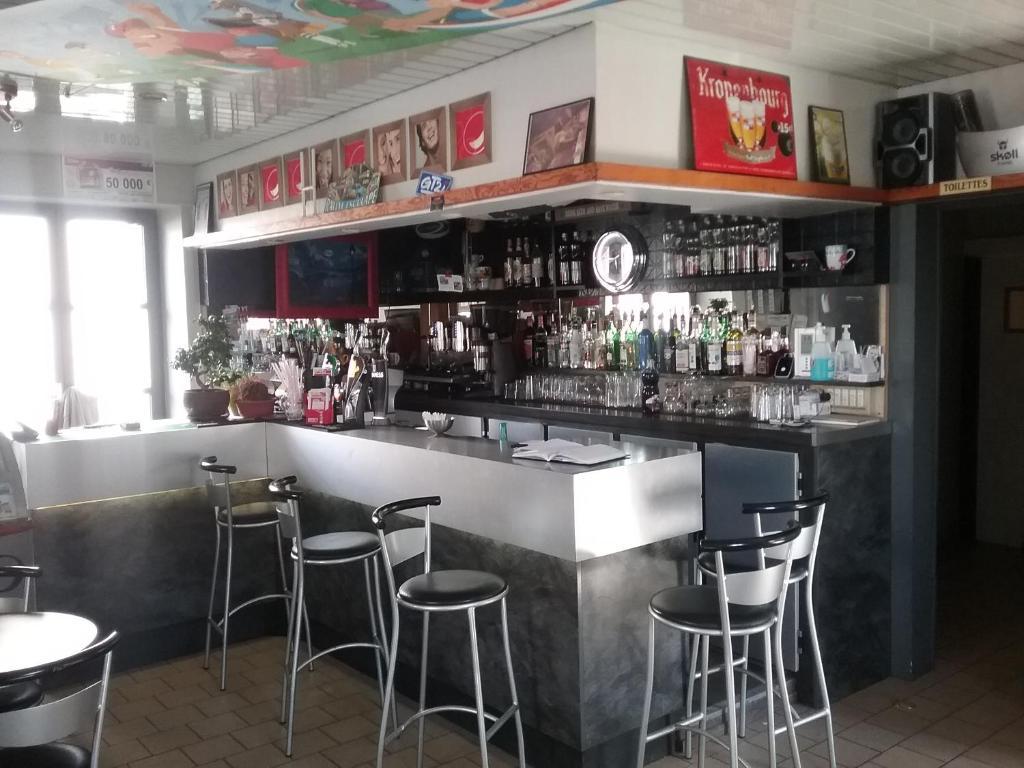 Salon ou bar de l'établissement Hôtel des Voyageurs