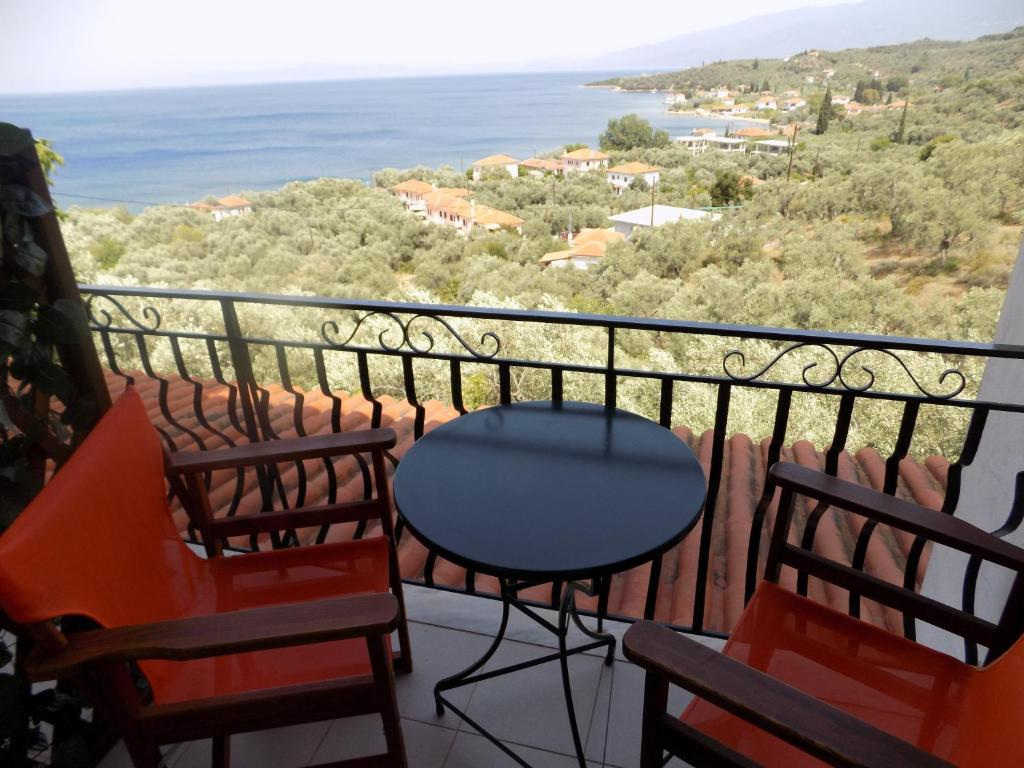 Een balkon of terras bij Margianou Apartments