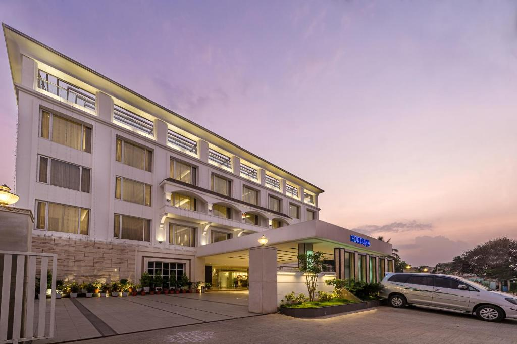 Hotel tgi grand fortuna hos r india for Hotel e booking