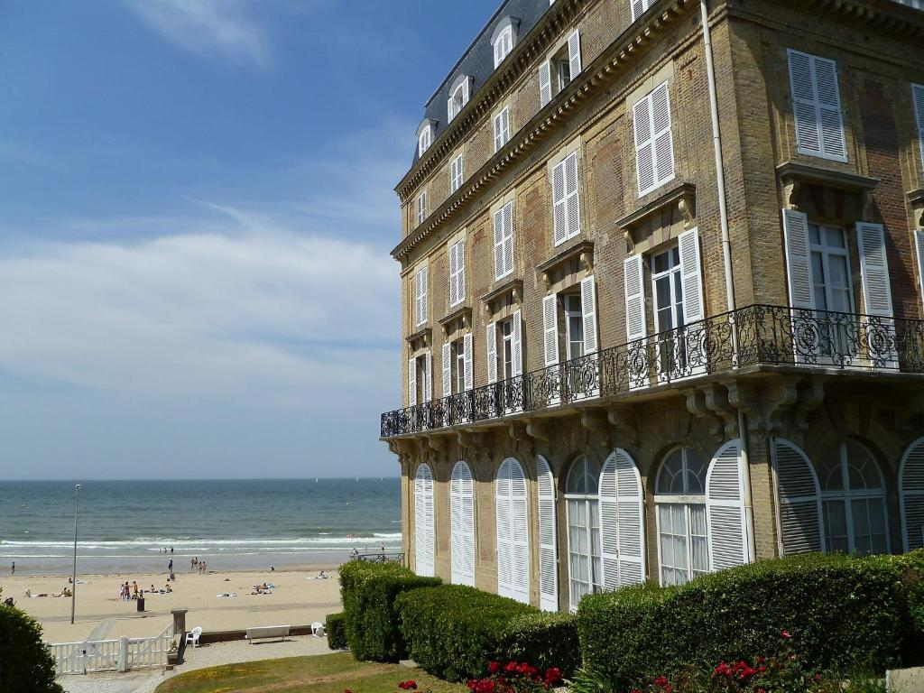 Appartement roches noi trouville mer france trouville sur for Appartement atypique deauville