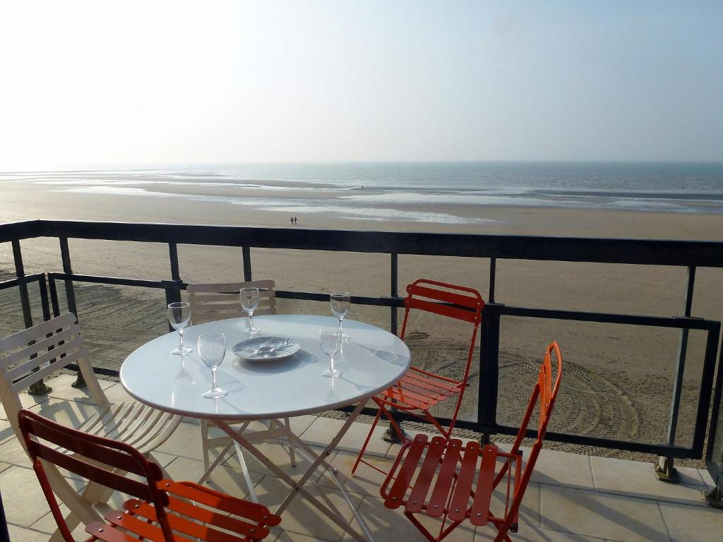 Residence les flots trouville sur mer including reviews for Appart hotel trouville
