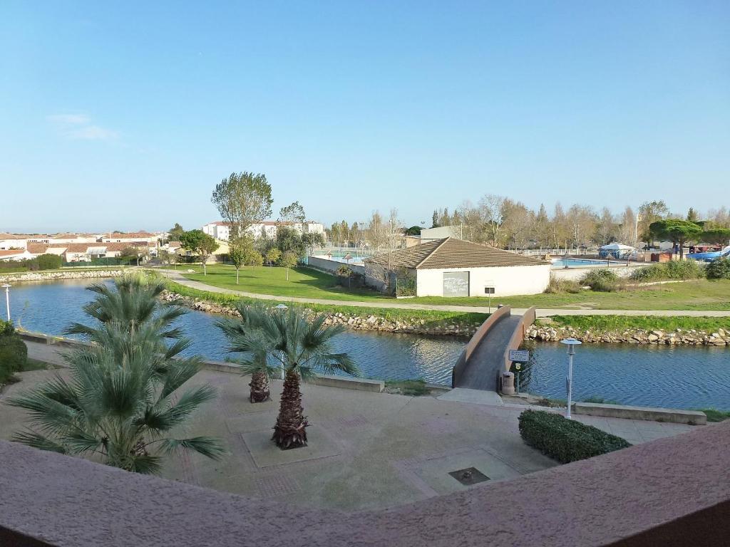 Appartement apt rives lac france le grau du roi for Lac salonique grau du roi