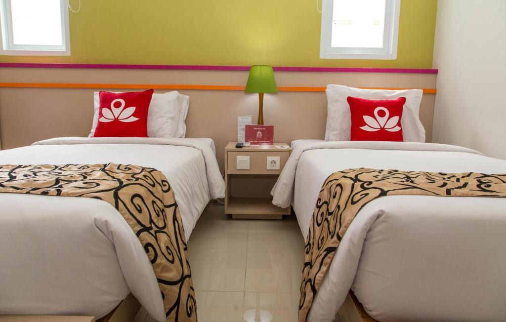Postel nebo postele na pokoji v ubytování ZEN Rooms Legian Benesari 2
