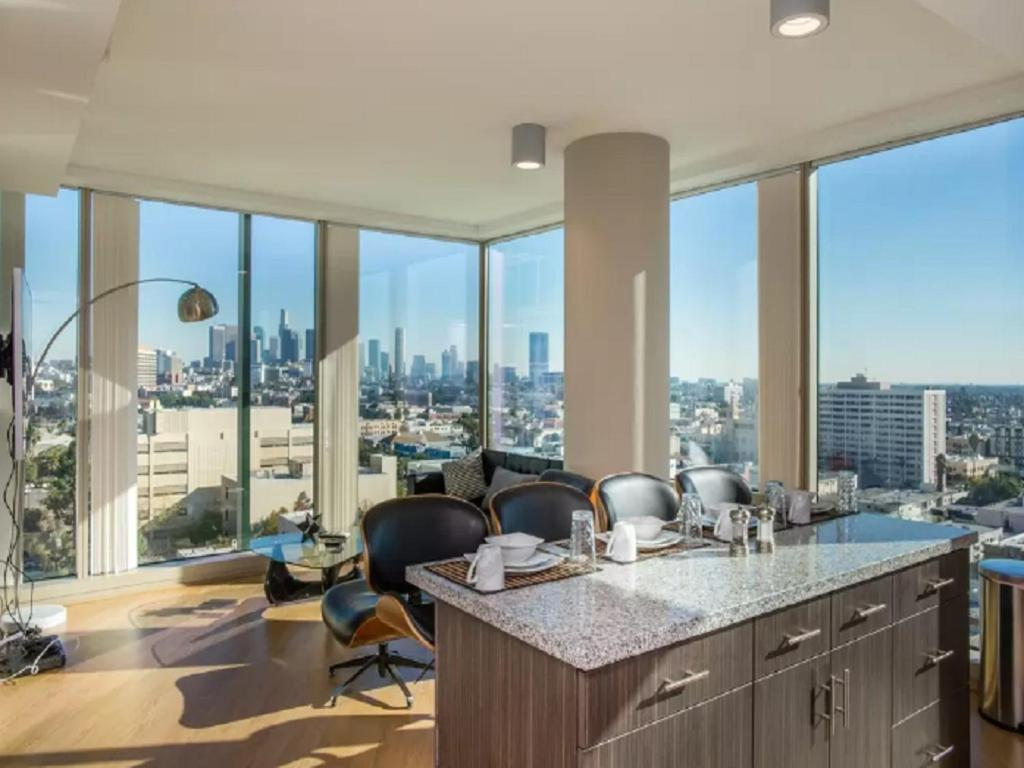 apartment mid wilshire 2bd 2ba luxe highrise los angeles ca. Black Bedroom Furniture Sets. Home Design Ideas