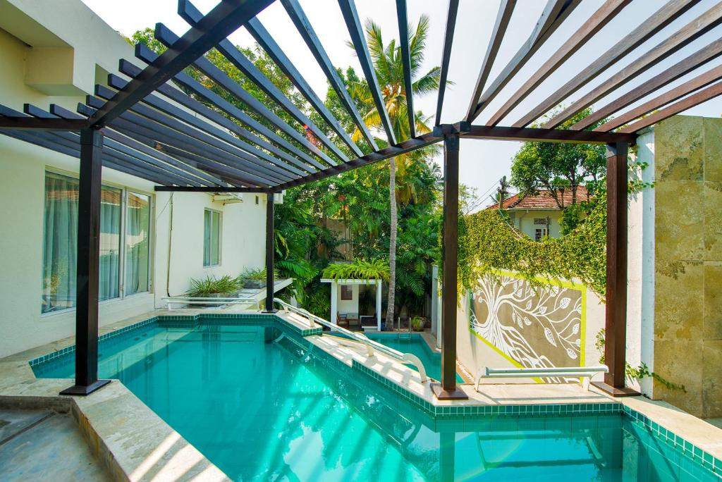 The swimming pool at or near Colombo House by Ceilao Villas
