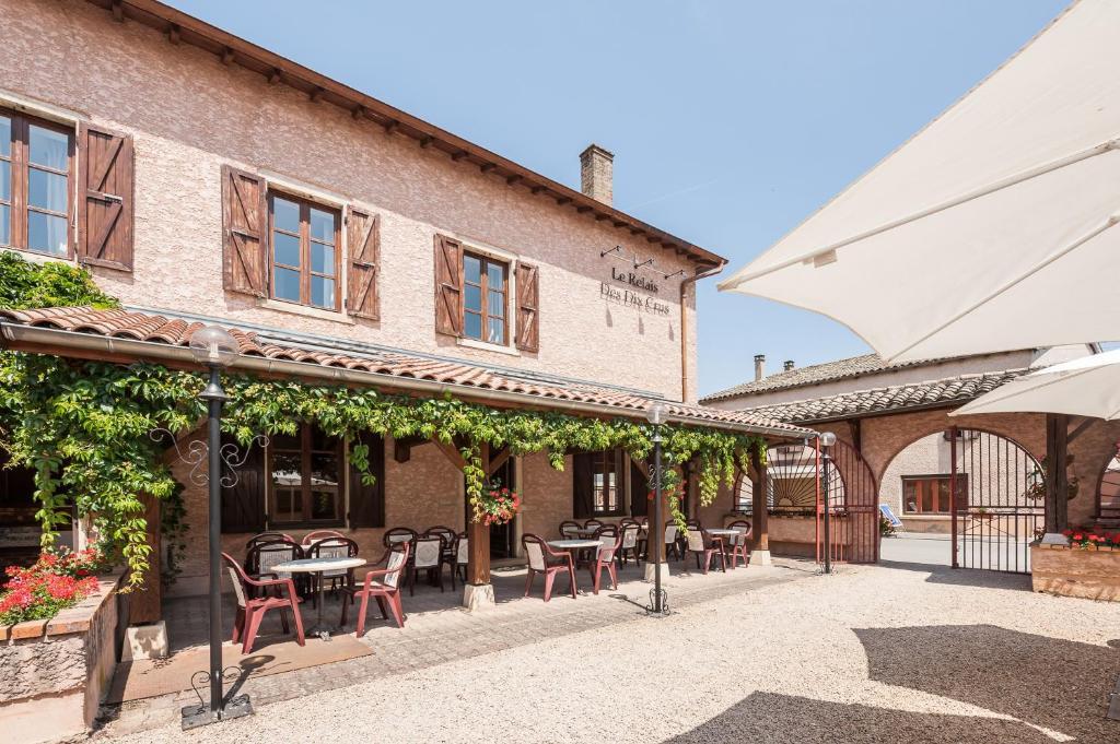 Terrasse ou espace extérieur de l'établissement Logis Hotel Le Relais Des Dix Crus