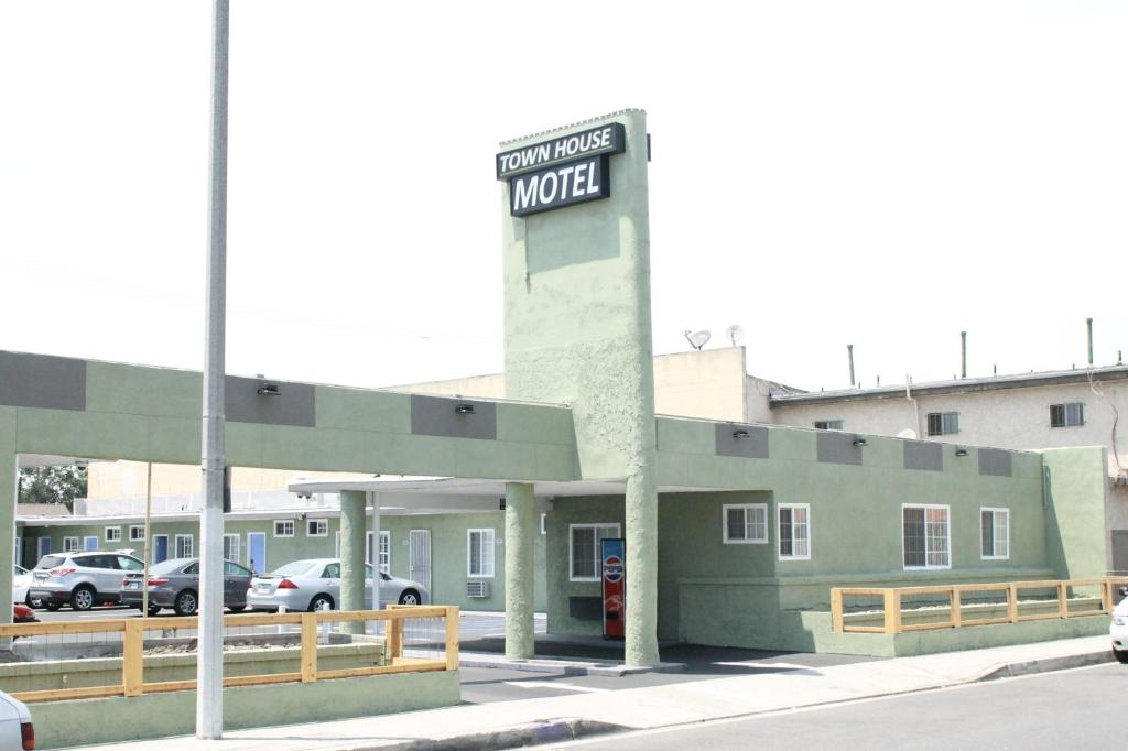 Sensational Town House Motel Lynwood Updated 2019 Prices Home Interior And Landscaping Mentranervesignezvosmurscom