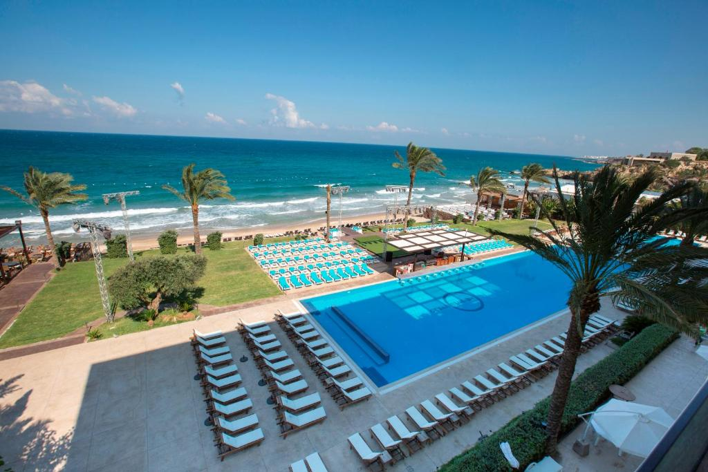 Ocean blue beach resort jbeil lebanon for Alarme piscine home beach