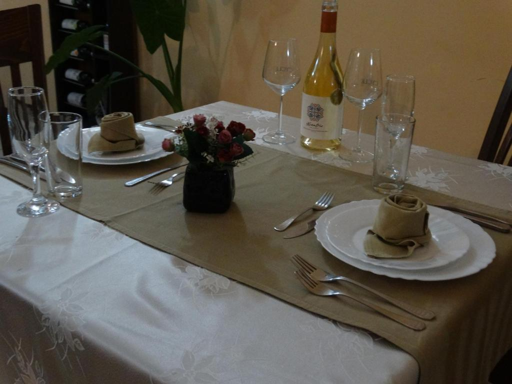 A restaurant or other place to eat at Semeen Hotel Han Dyavolski Vodi