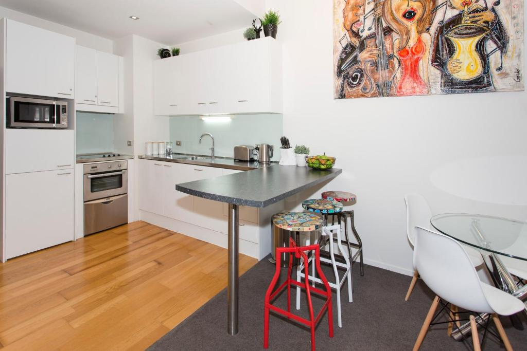 Apartment Towny Britomart Stylish Bedroom Auckland New Zealand - A stylish family apartment from made go design