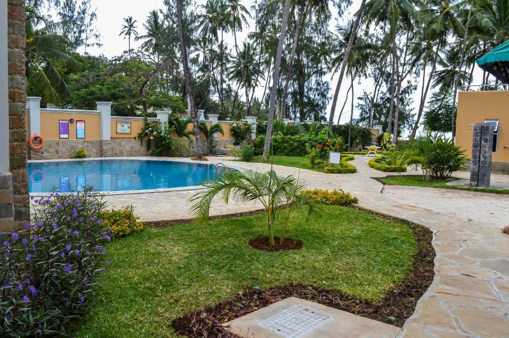 lido beach resort bamburi kenya. Black Bedroom Furniture Sets. Home Design Ideas