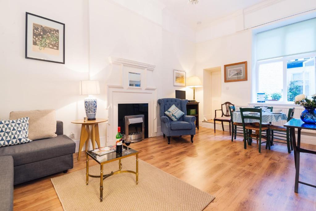 FG Property - Chelsea, Chelsea Embankment, Flat 9