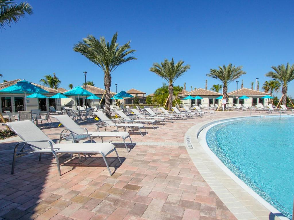 Piscina di Champions Gate Resort by Global Resort Homes o nelle vicinanze
