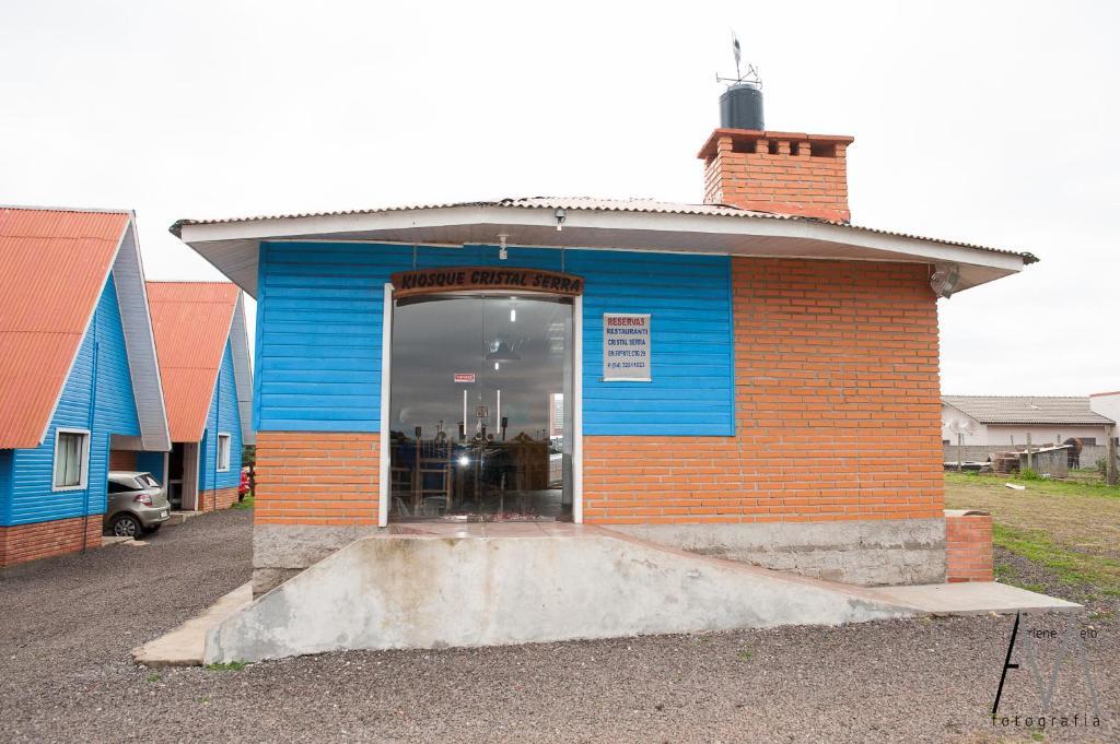The facade or entrance of Pousada Cristal Serra