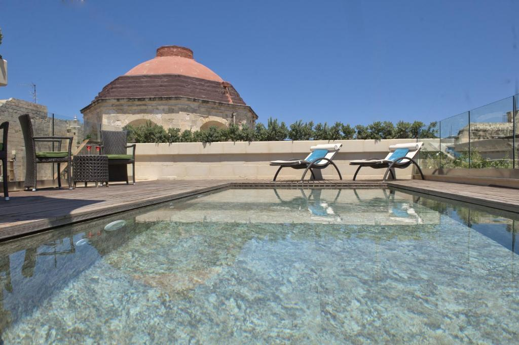 The swimming pool at or close to Palazzo Consiglia