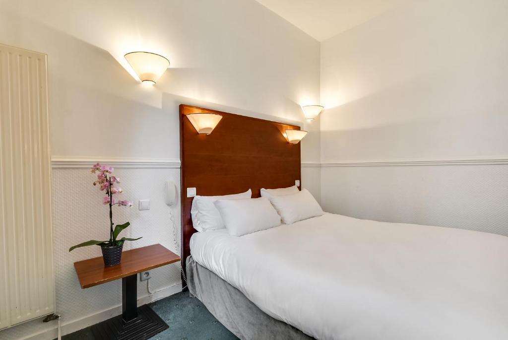 A room at Pavillon Courcelles Parc Monceau