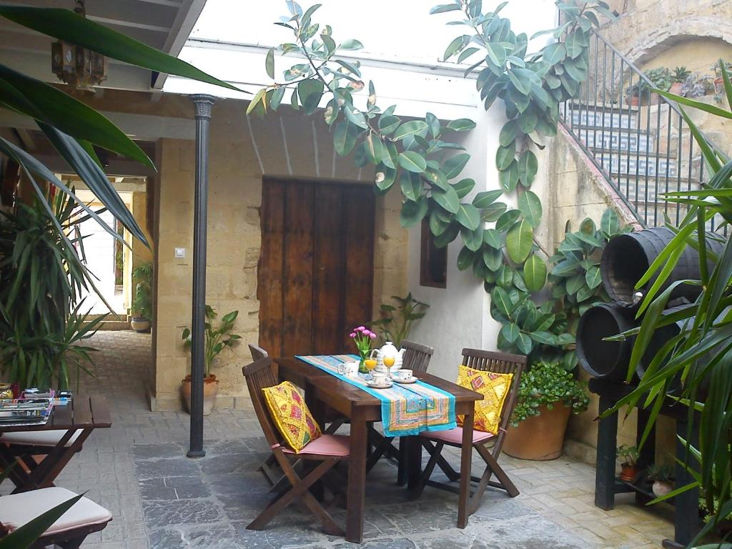Apartment aptel patio andaluz jerez de la frontera spain - Fotos patio andaluz ...