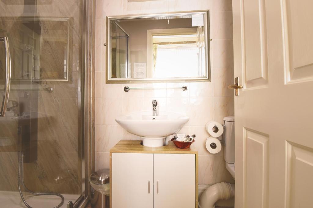 A bathroom at The Black Bull inn