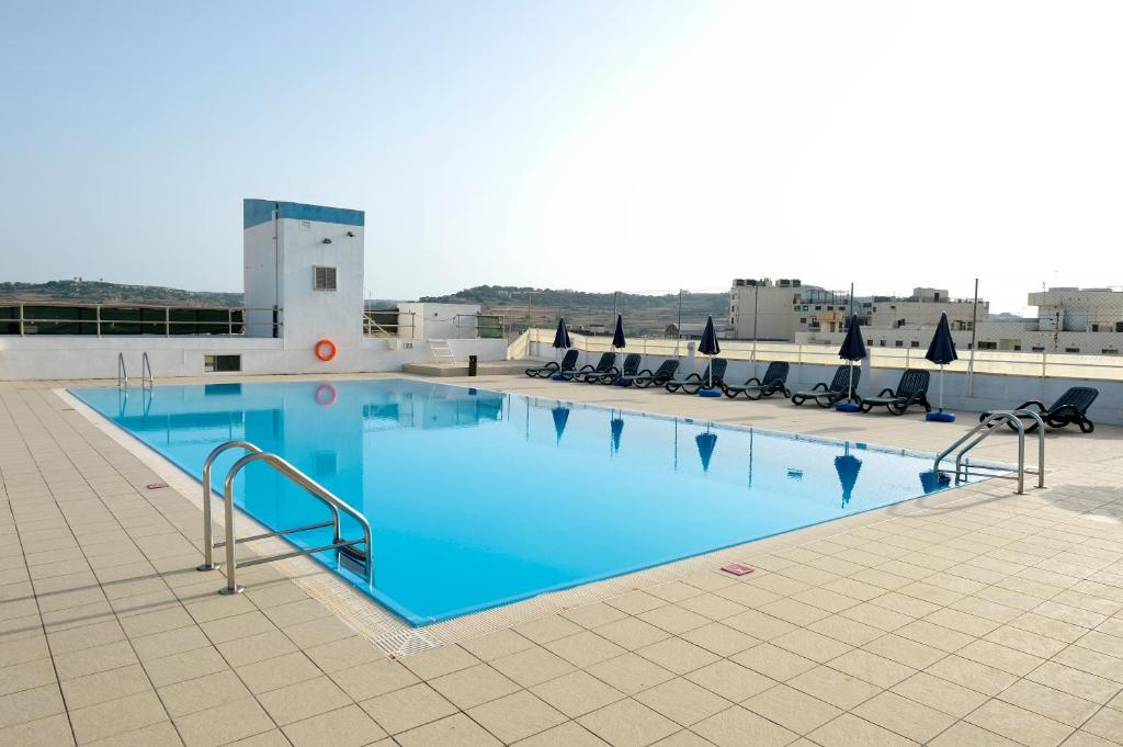 Oriana at the topaz hotel st paul 39 s bay malta for Hotel reserver