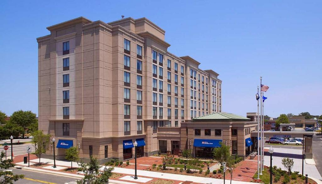 gallery image of this property - Hilton Garden Inn Virginia Beach Town Center
