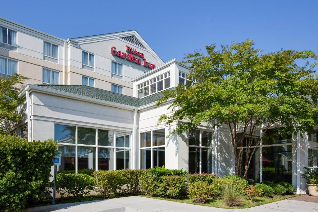 Hilton Inn Charleston Airport, North Charleston, SC - Booking.com