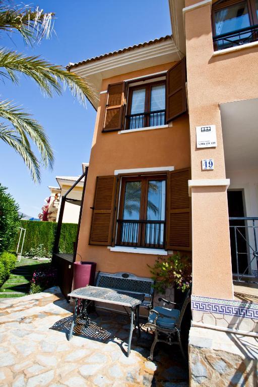 Sunny house near Benidorm foto