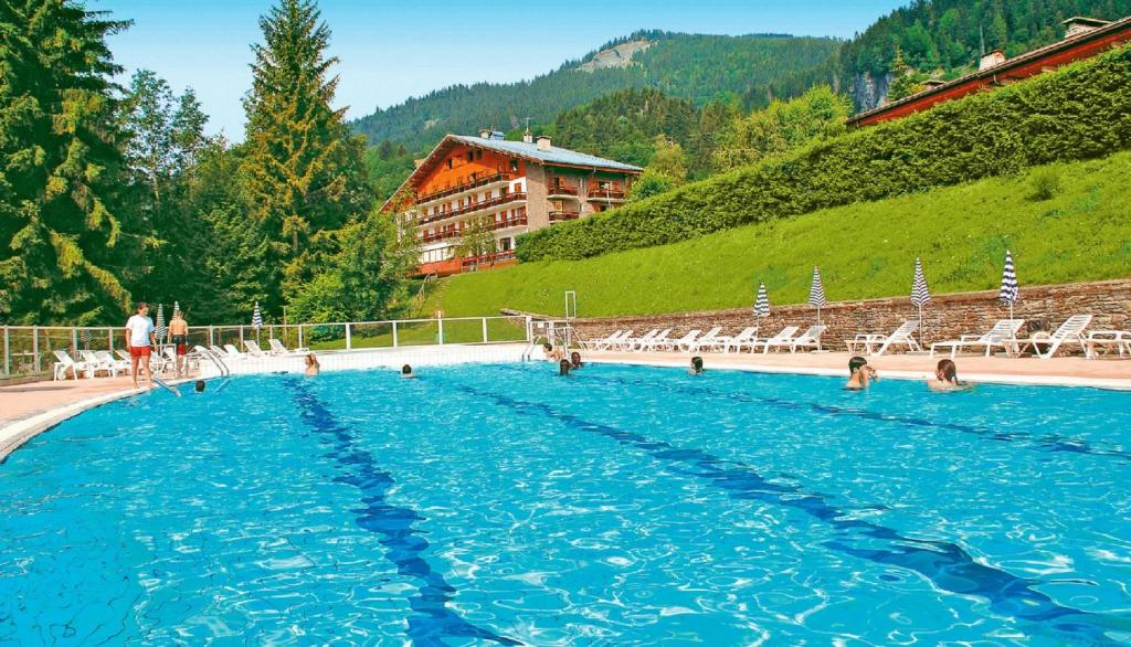 The swimming pool at or near Hôtel Vacances Bleues Les Chalets du Prariand