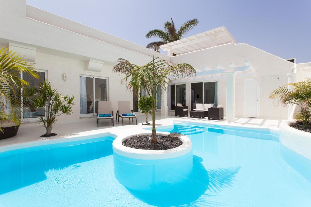 Villa sasha corralejo spain for Booking hoteles de lujo