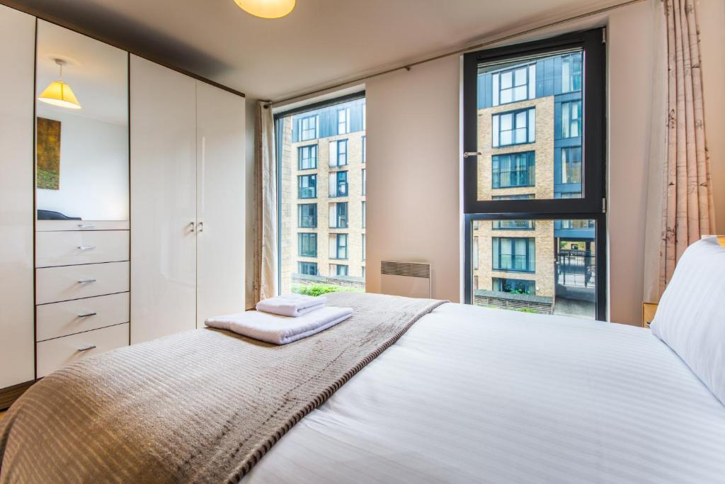 spacious 1 bed apartment birmingham city centre, uk - booking