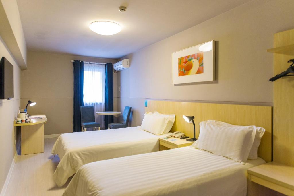 A room at Jinjiang Inn Wuhan Lingjiao Hu Wada Hotel