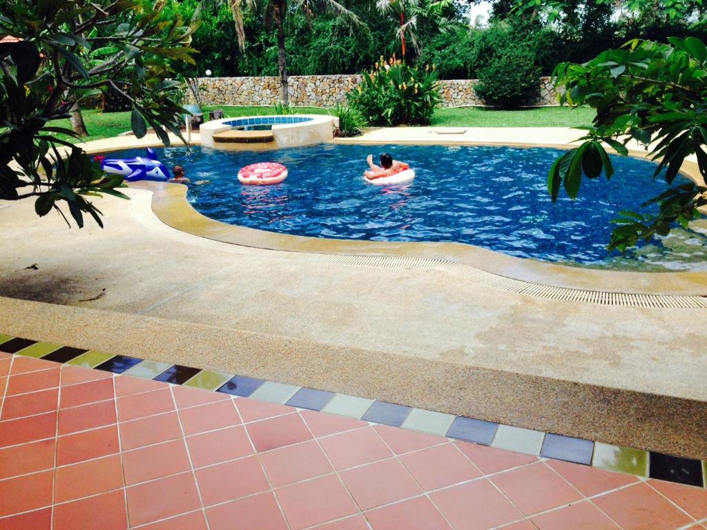 Villaen Noi's Palace Mansion (Thailand Ban Chang ...