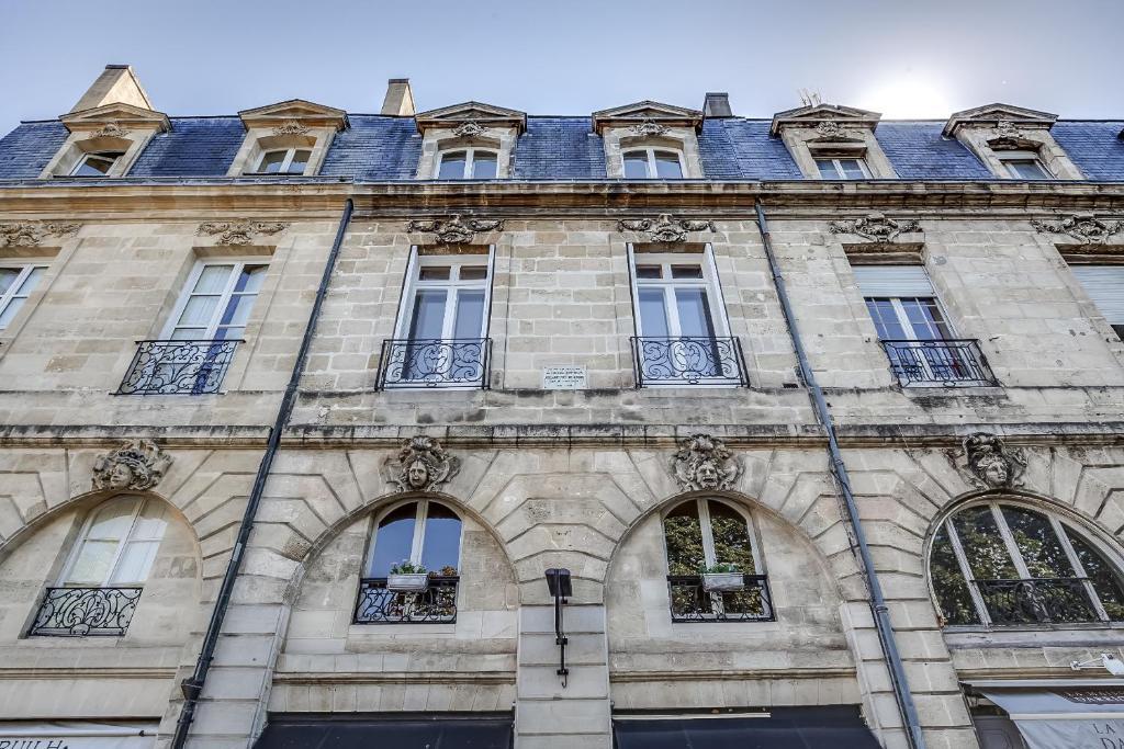 Appartements place gambetta ybh france bordeaux for Appartement cathedrale ybh bordeaux