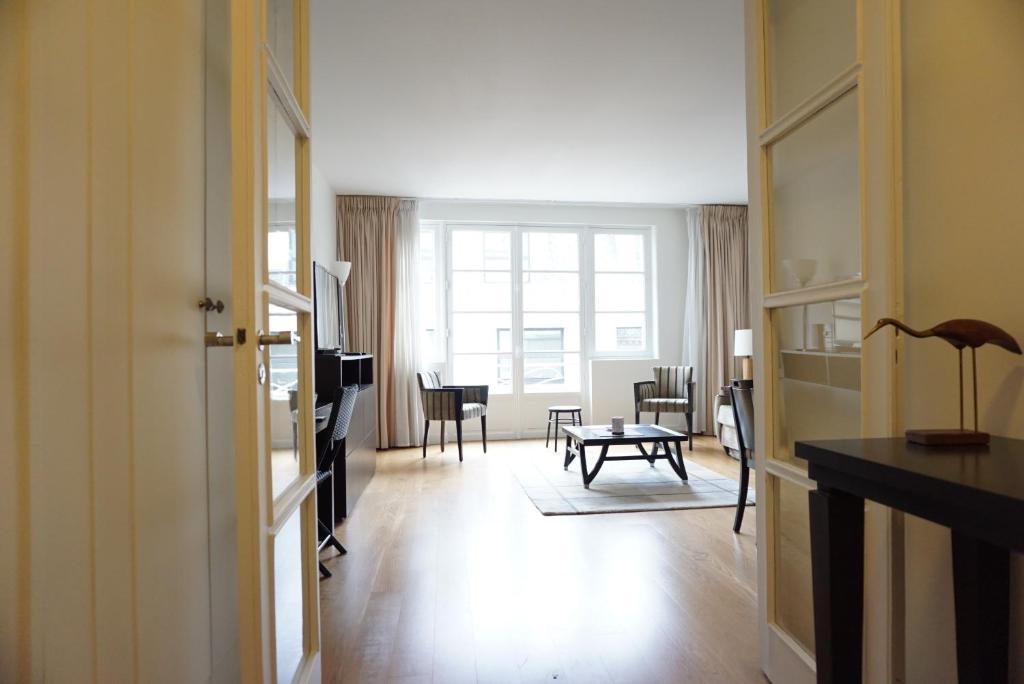 appartement 208074 rue euler paris 8 france paris. Black Bedroom Furniture Sets. Home Design Ideas