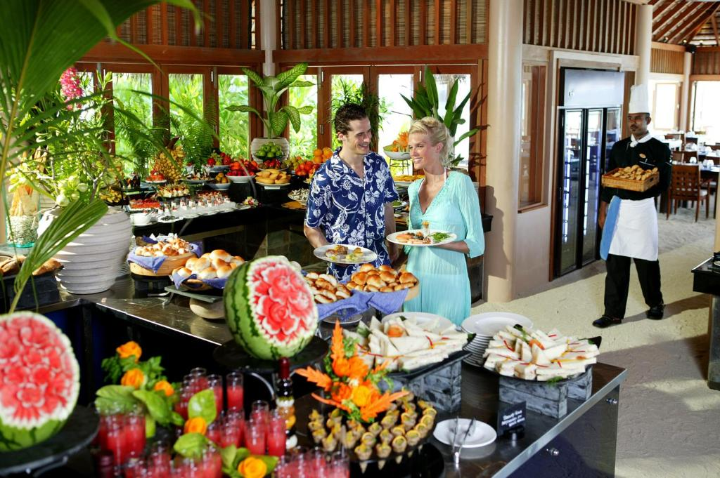 Veligandu Island Resort & Spa, main buffet restaurant