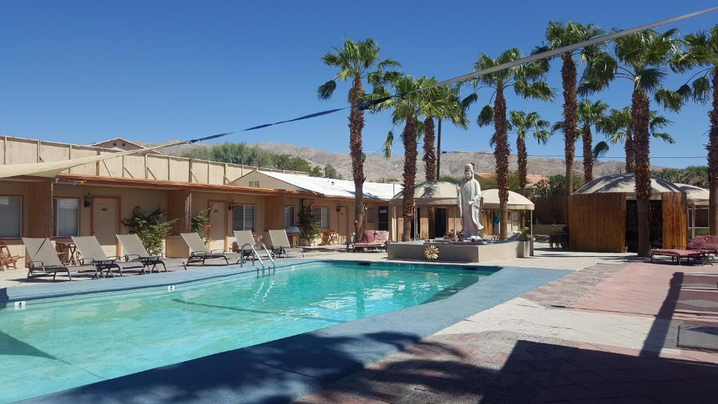 desert hot springs guys Desert hot springs women's club's mission is to enrich community improvement, advance general culture, friendship, social welfare & fund dhshs scholarships.