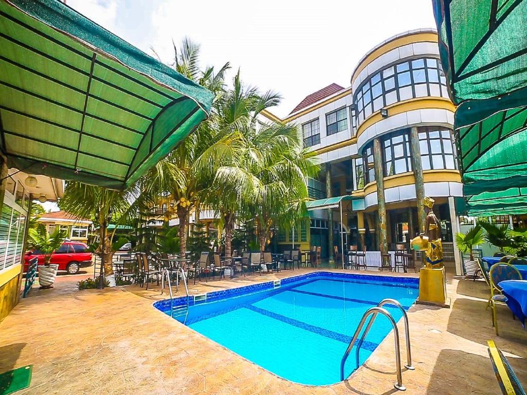 Πισίνα στο ή κοντά στο Charleston Hotel Ltd
