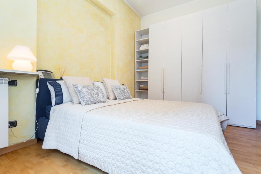 Settala balcony apartment mil n f nyk pekkel for Balcony booking