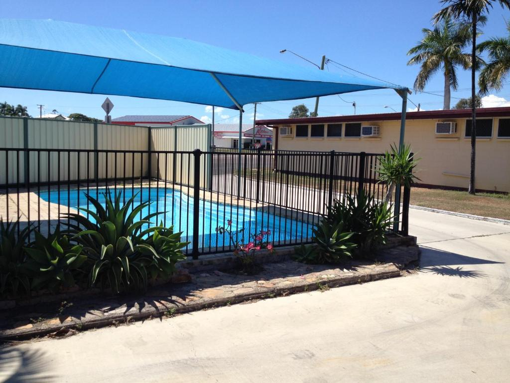 The swimming pool at or near Shell Motel (Pearly Shell Motel)