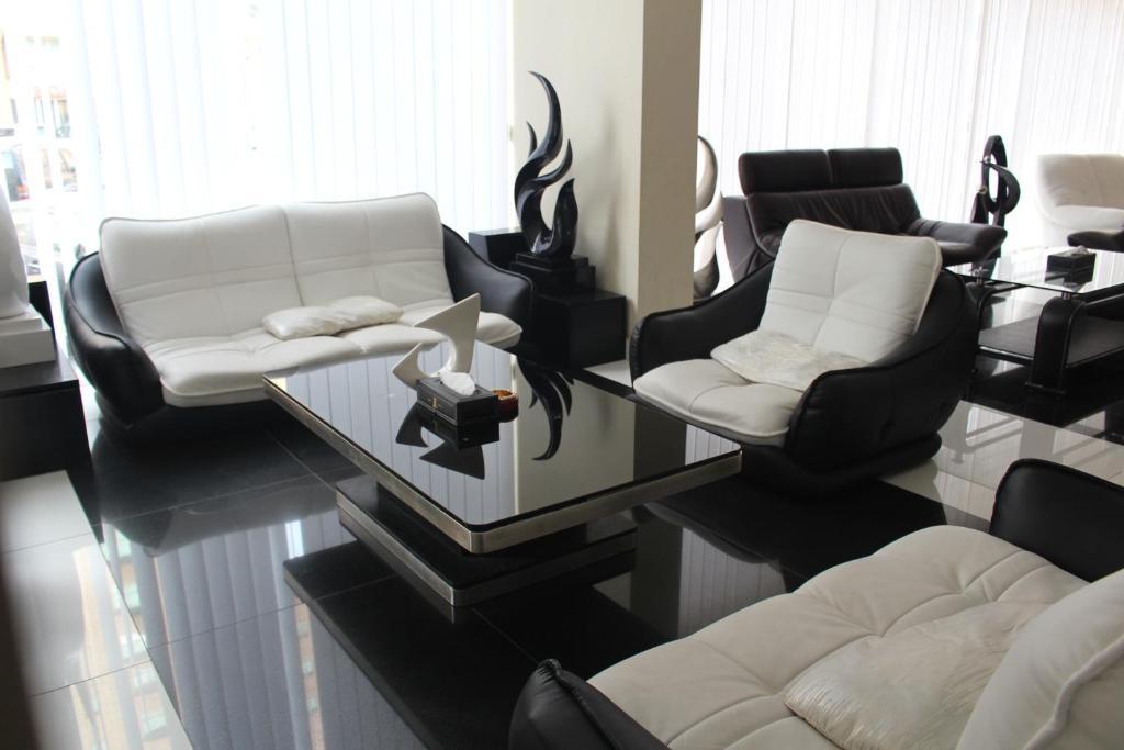 Living Room Kuwait raoum inn, kuwait, kuwait - booking