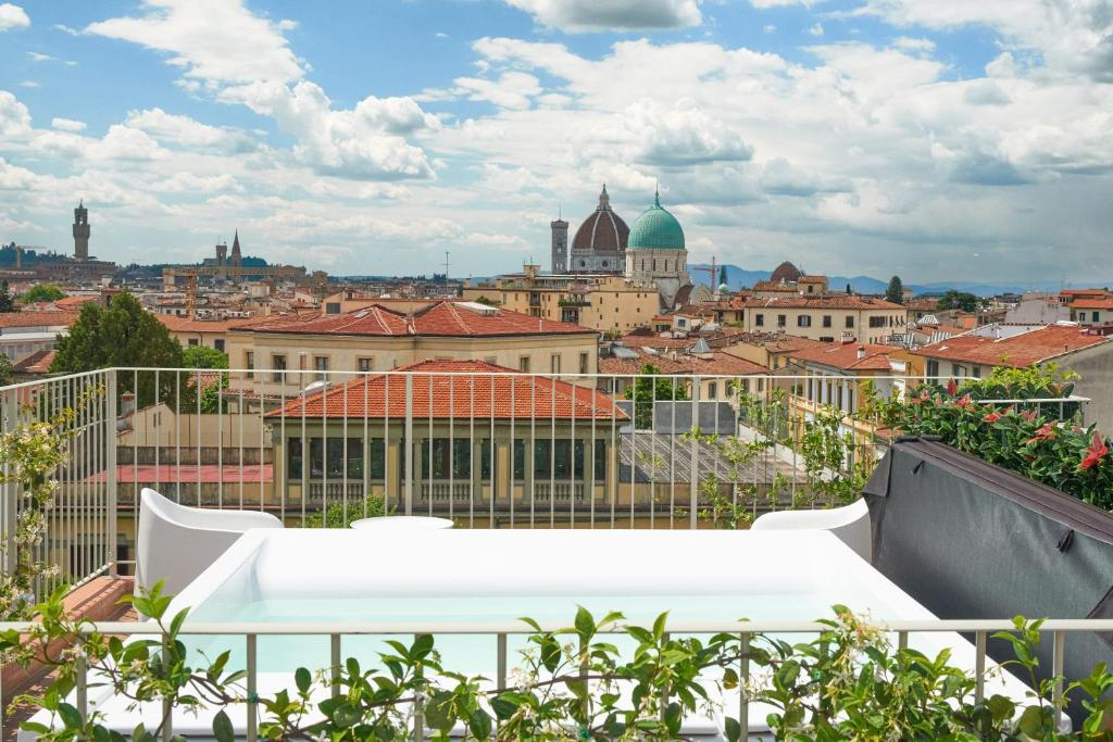 Aparthotel forte16 view spa florence italy for Florence appart hotel
